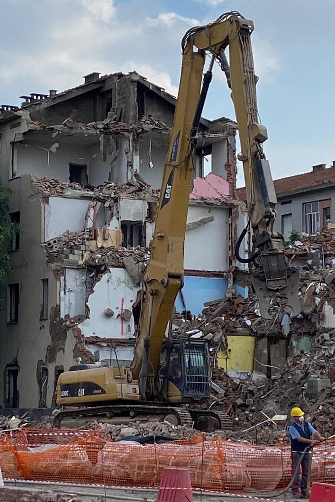 Abbattimento case popolari del Lorenteggio