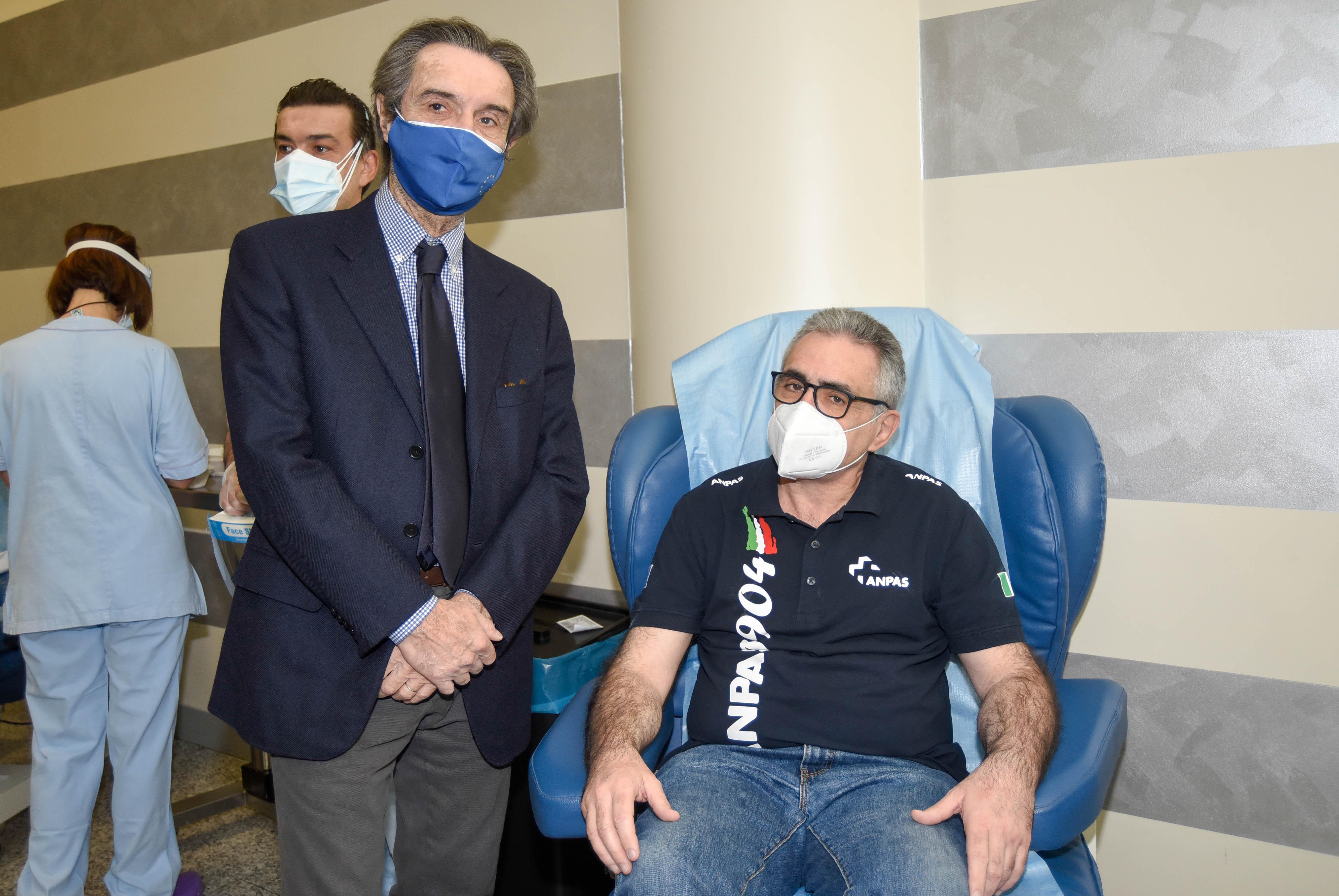 vaccination day, il presidente Fontana e il dottor Pregliasco