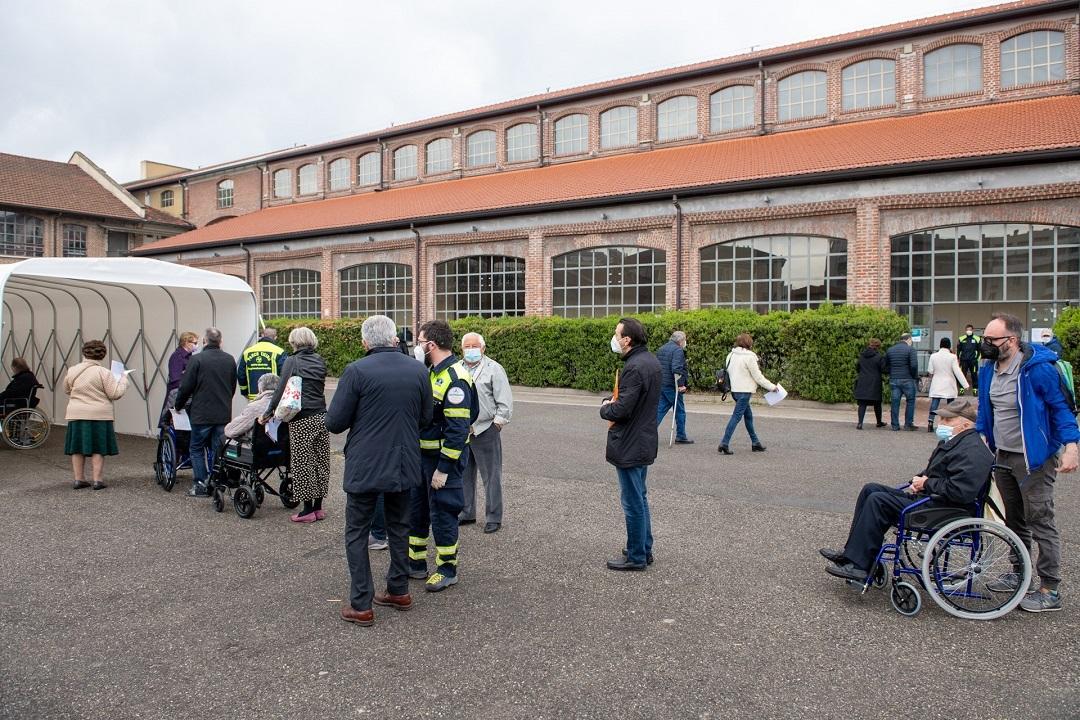 Fabbrica del Vapore, centro vaccinale in via Procaccini a Milano