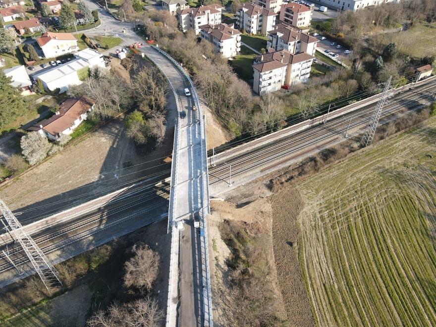 Cavalcavia Osnago riapre viadotto