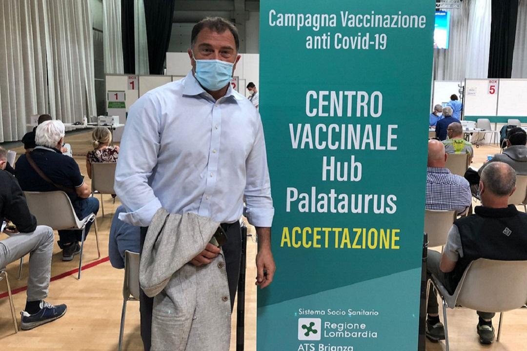 Da Regione altri 20.000 tamponi per lo sport. Antonio Rossi si è vaccinato a Lecco